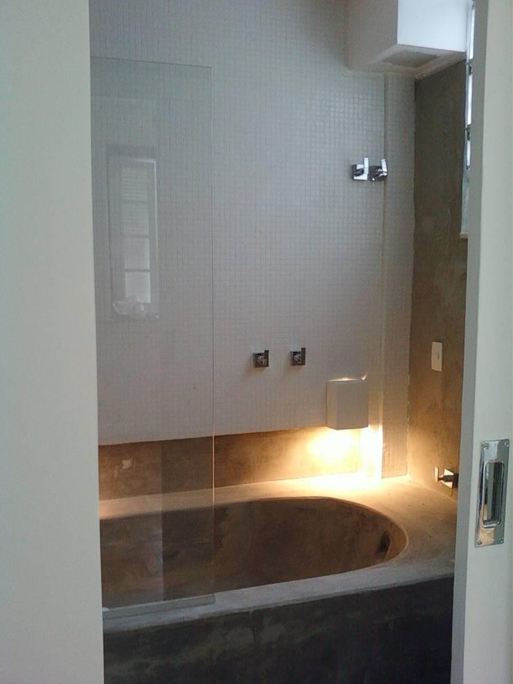 banheiro: Banheiros  por Margareth Salles,Moderno