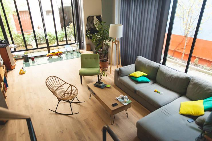 Livings de estilo  por Lise Compain