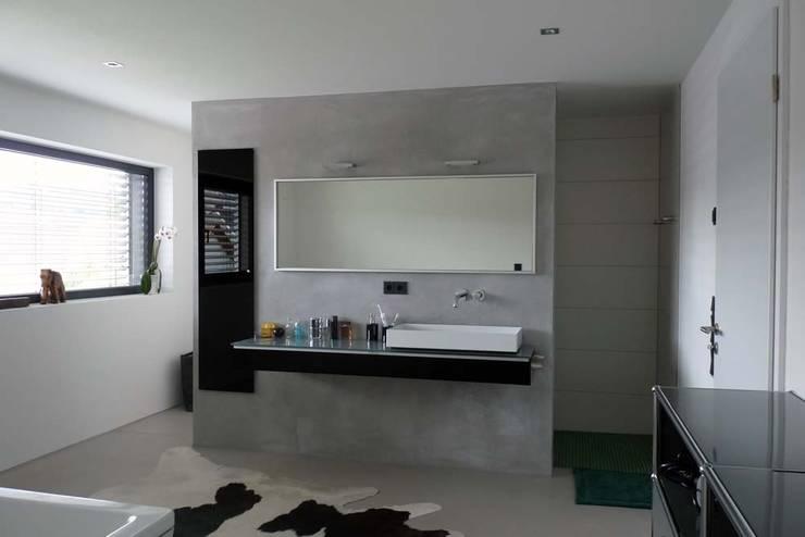 BV Seibold: moderne Badezimmer von Architekturbüro Arndt