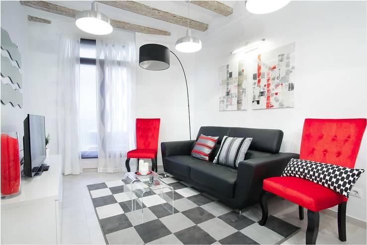 Salas de estar ecléticas por Amplix Group