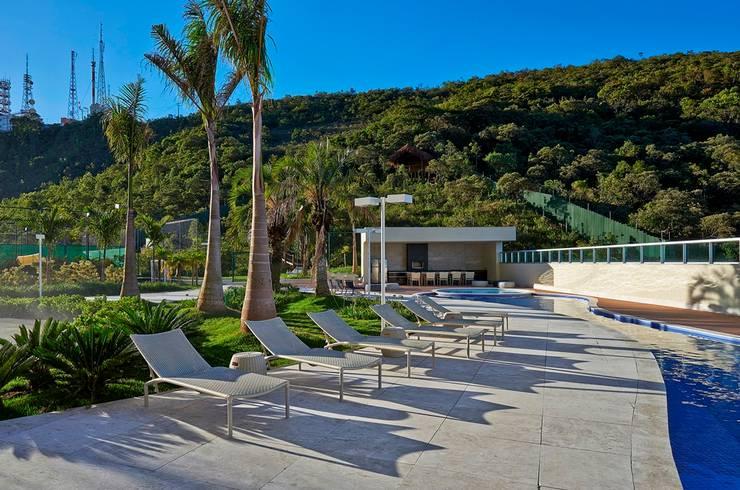 Ed. Residencial Green Garden: Piscinas  por Alessandra Contigli Arquitetura e Interiores