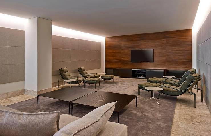Ed. Residencial Green Garden: Salas multimídia  por Alessandra Contigli Arquitetura e Interiores