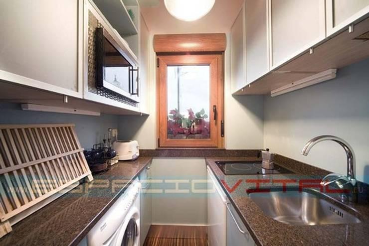 現代廚房設計點子、靈感&圖片 根據 Javier Zamorano Cruz 現代風