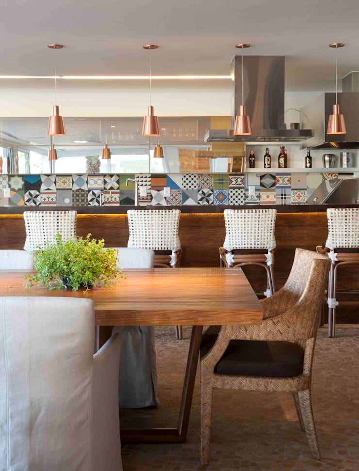 Alphaville: Salas de estar modernas por Deborah Roig