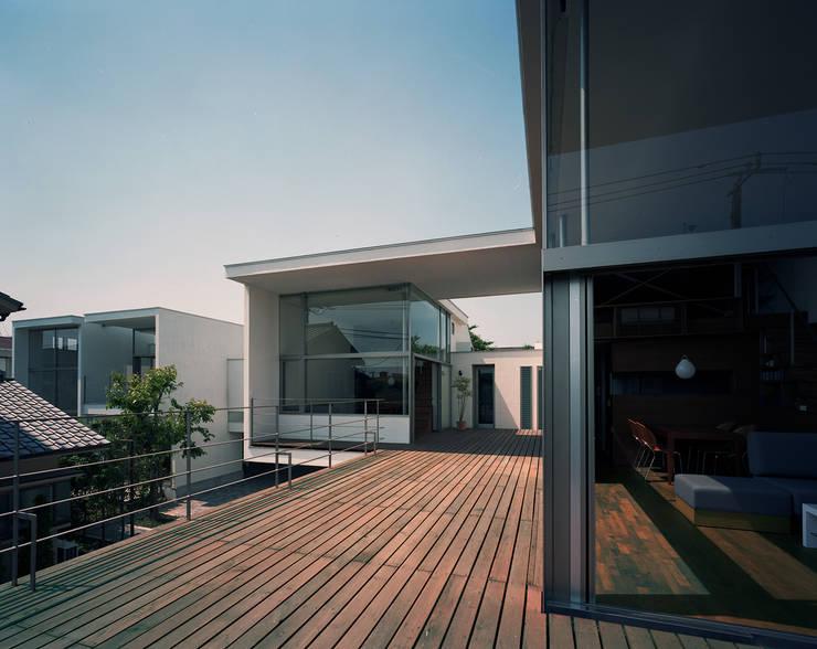 フラッツ5+1: 西島正樹/プライム一級建築士事務所 が手掛けたテラス・ベランダです。,オリジナル