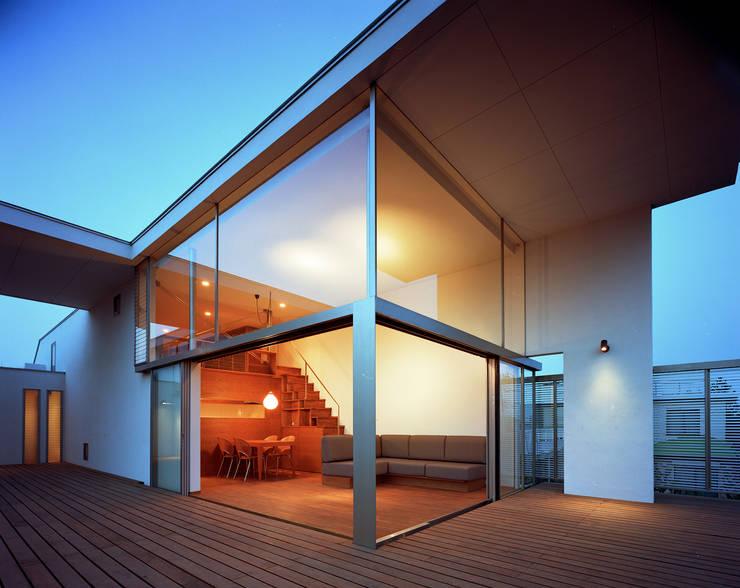 フラッツ5+1: 西島正樹/プライム一級建築士事務所 が手掛けたリビングです。