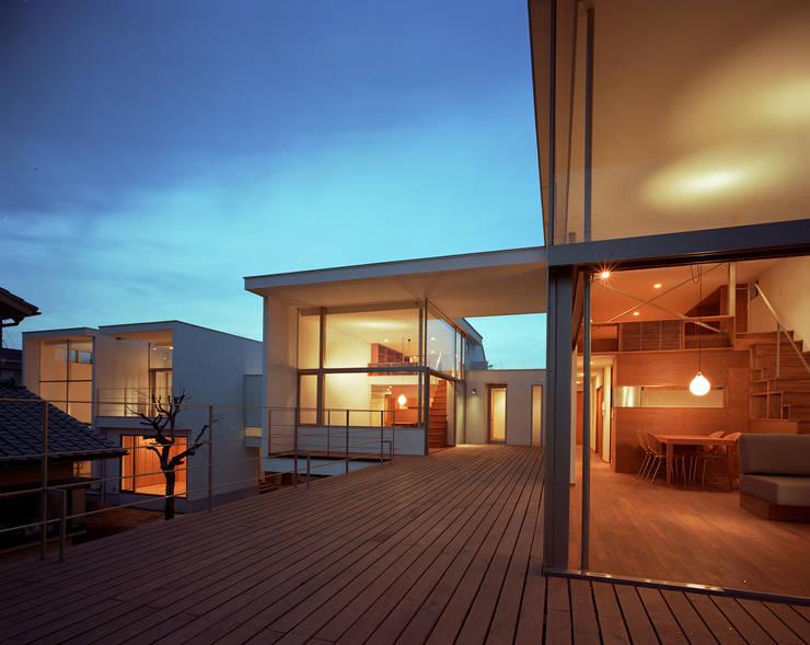 フラッツ5+1: 西島正樹/プライム一級建築士事務所 が手掛けたテラス・ベランダです。