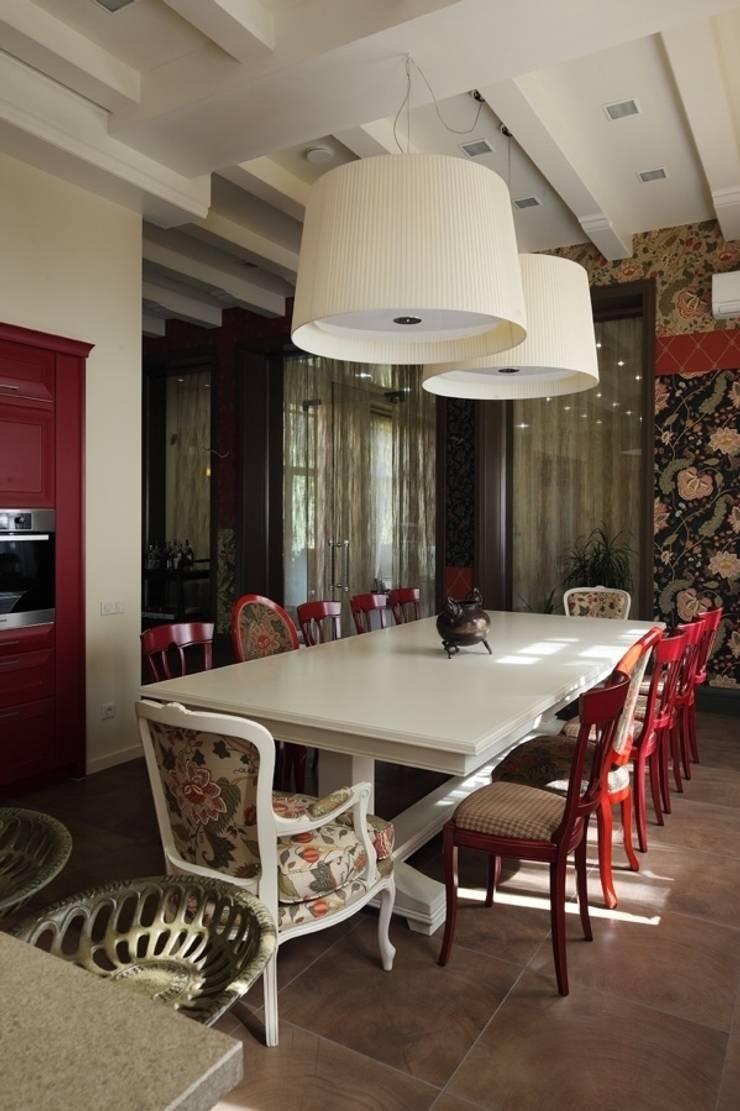 Подмосковный загородный дом для отдыха большой семьи и приема гостей  : Столовые комнаты в . Автор – AlenaPolyakova.com