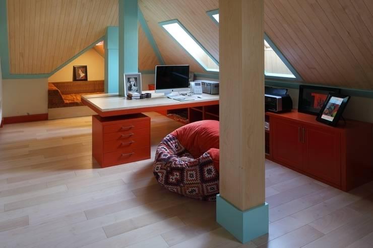 Подмосковный загородный дом для отдыха большой семьи и приема гостей  : Рабочие кабинеты в . Автор – AlenaPolyakova.com