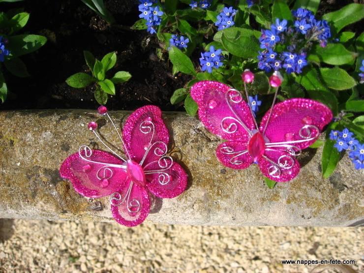 papillon rose fushia pour décoration de table : Salle à manger de style  par Nappes en Fête