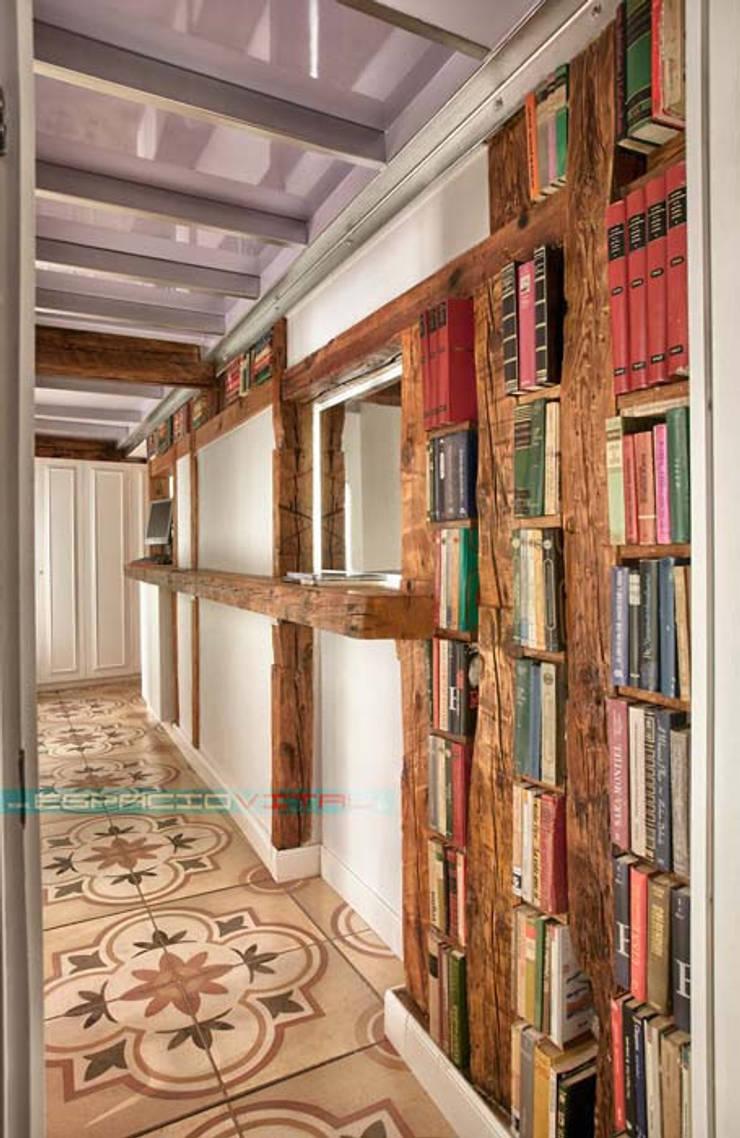 經典風格的走廊,走廊和樓梯 根據 Javier Zamorano Cruz 古典風