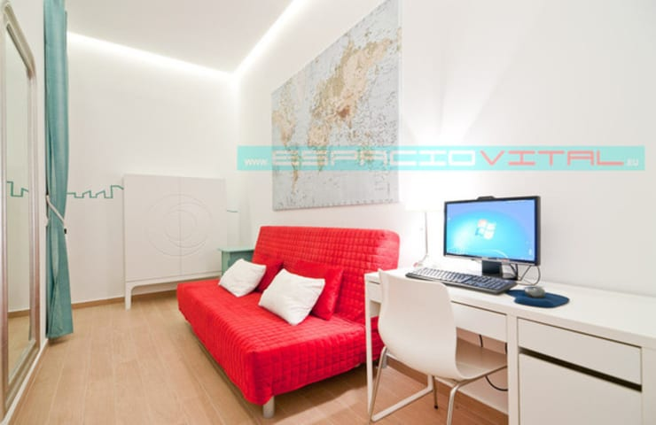 Apartamento SkyLine: Salones de estilo  de Javier Zamorano Cruz