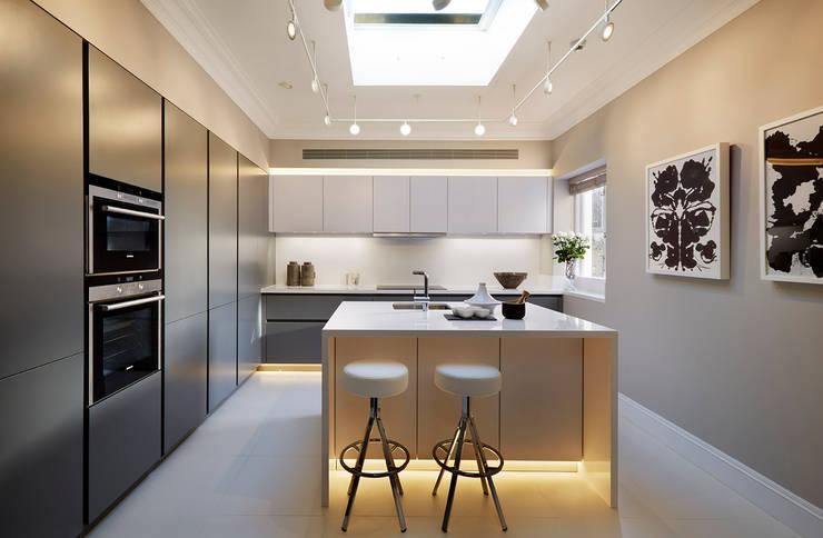 Кухни в . Автор – Tyler Mandic Ltd, Модерн