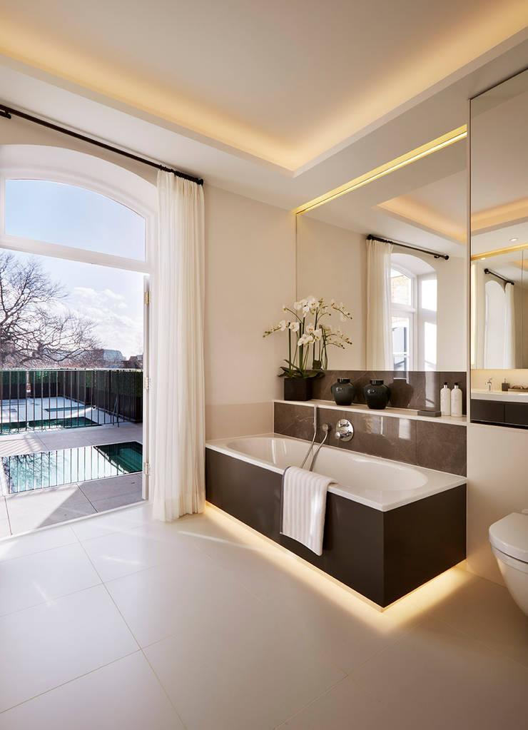 Ванные комнаты в . Автор – Tyler Mandic Ltd, Модерн