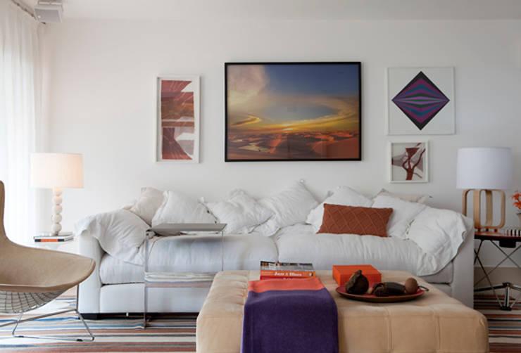 Alto de Pinheiros: Salas de estar  por Deborah Roig