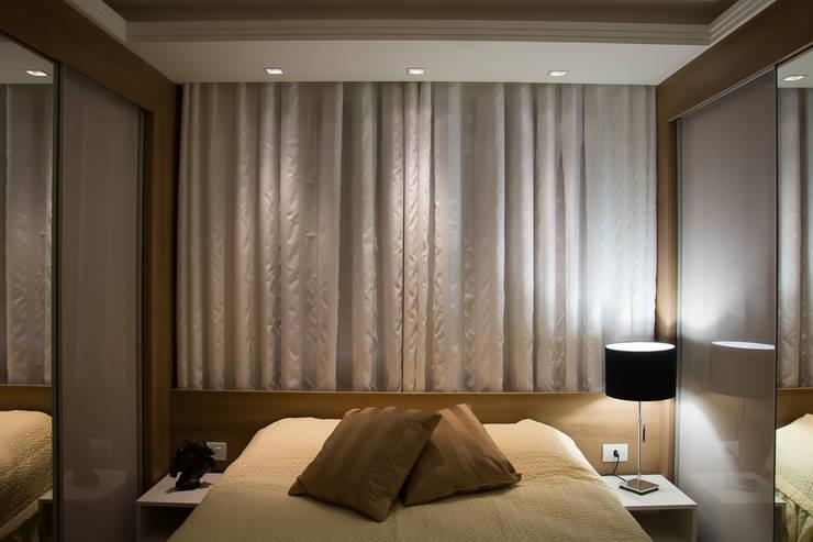 Apartamento Passo D´Areia: Quartos  por Bibiana Menegaz - Arquitetura de Atmosfera
