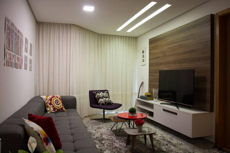 Apartamento Passo D´Areia: Salas multimídia modernas por Bibiana Menegaz - Arquitetura de Atmosfera