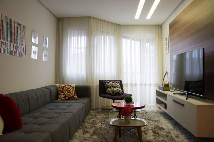 Apartamento Passo D´Areia: Salas de estar  por Bibiana Menegaz - Arquitetura de Atmosfera