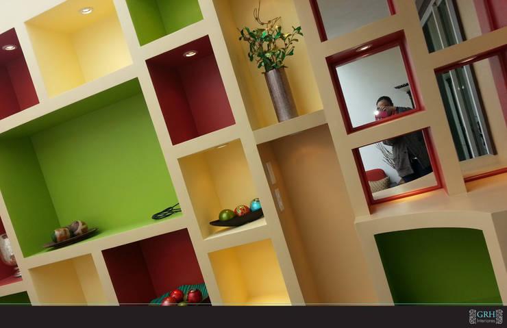 Vilma: Balcones y terrazas de estilo  por GRH Interiores