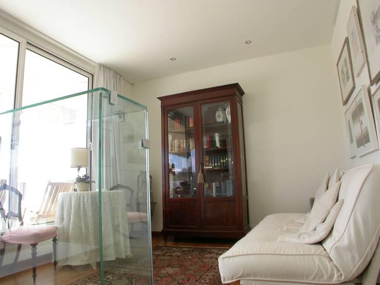 la veranda di accesso alla terrazza: Studio in stile  di Riccardo Musmeci Architettura e Design, Moderno