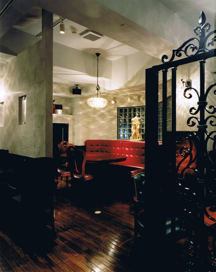 Ken's珈琲店: 谷山武デザイン事務所が手掛けたオフィススペース&店です。,