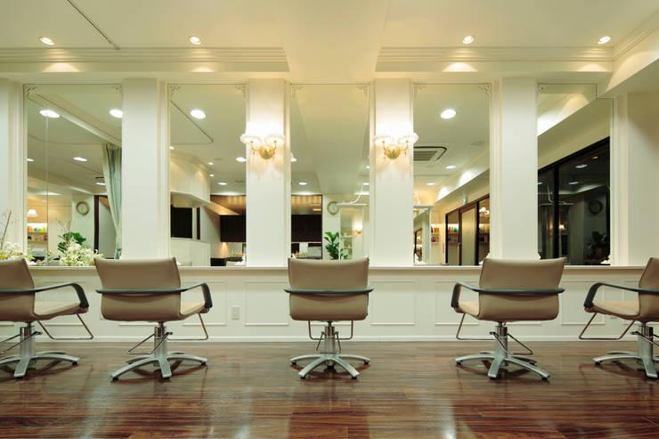 美容室アンジー 五反田店: 谷山武デザイン事務所が手掛けたオフィススペース&店です。