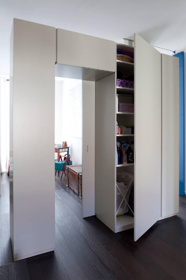 Elemento totem2: Paesaggio d'interni in stile  di HBstudio,