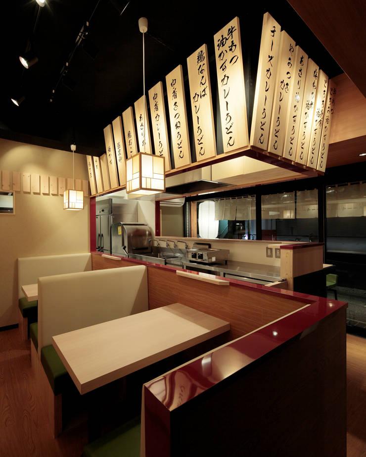 饂飩 みなと屋: 谷山武デザイン事務所が手掛けたオフィススペース&店です。