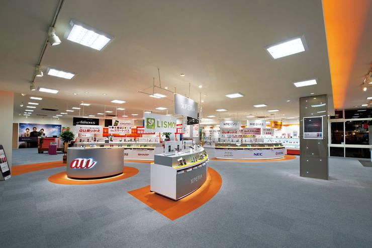 au shop 平塚田村店: 谷山武デザイン事務所が手掛けたオフィススペース&店です。