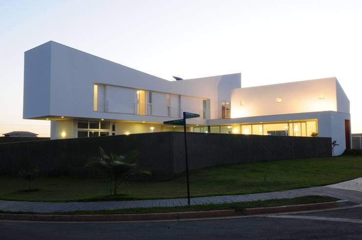 Casa GB: Condomínios  por MMEB arquitetos