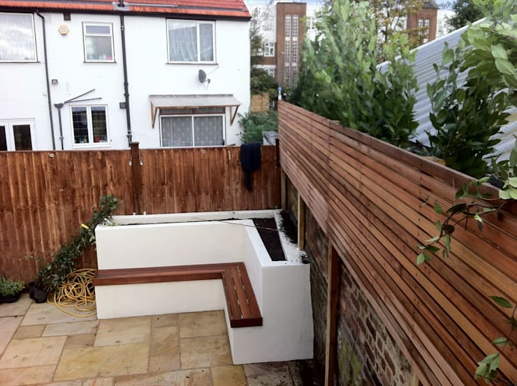 Small garden makeover in south London.:  Garden by Greenmans Yard