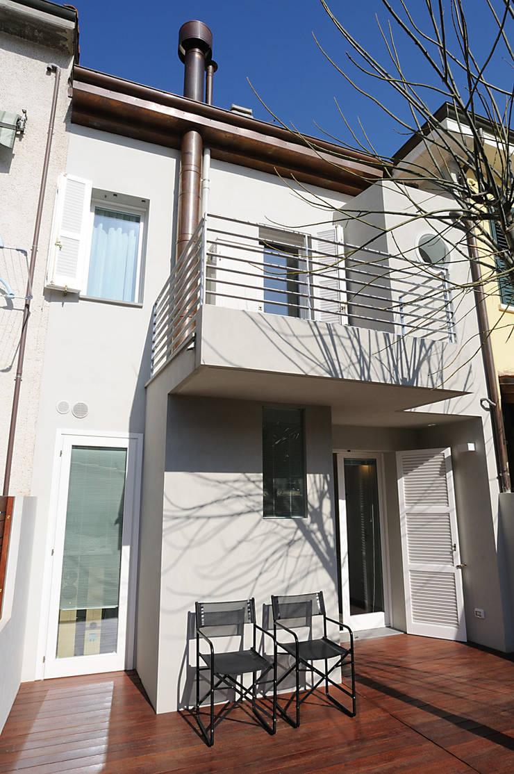 abitazione: Case in stile  di bbprogetto