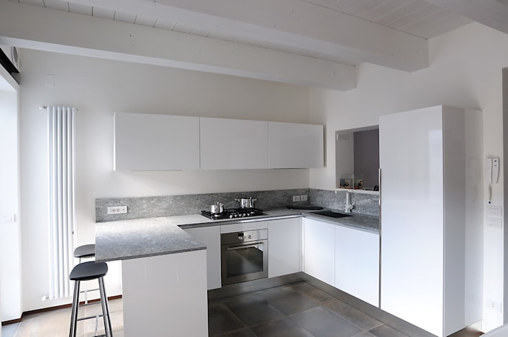 abitazione: Cucina in stile  di bbprogetto