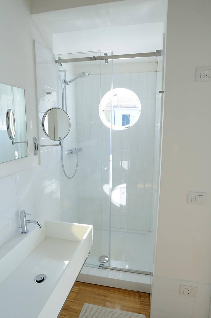 abitazione: Bagno in stile  di bbprogetto