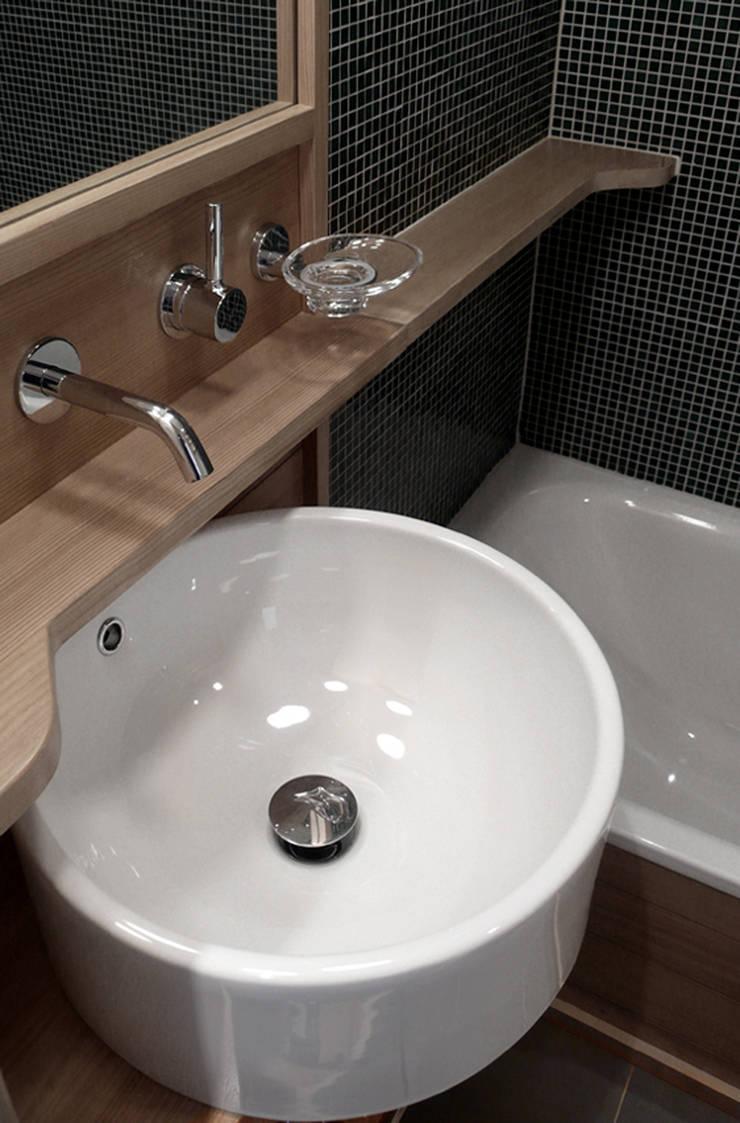 samaden: Bagno in stile  di andrea borri architetti