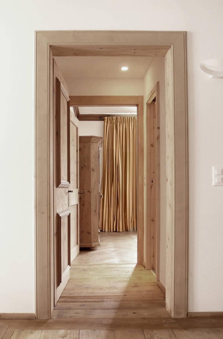 samaden: Camera da letto in stile  di andrea borri architetti