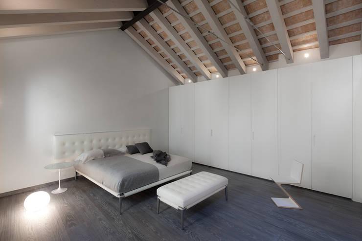 Realizzazione di prestigio : Camera da letto in stile  di marco19