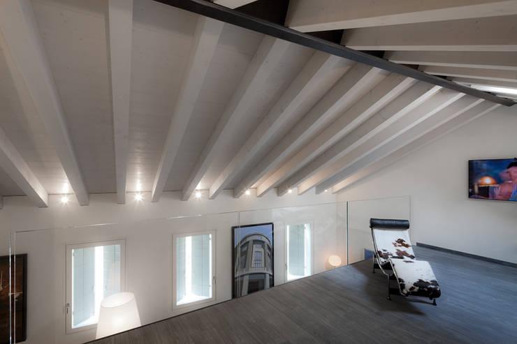 Realizzazione di prestigio : Sala multimediale in stile  di marco19