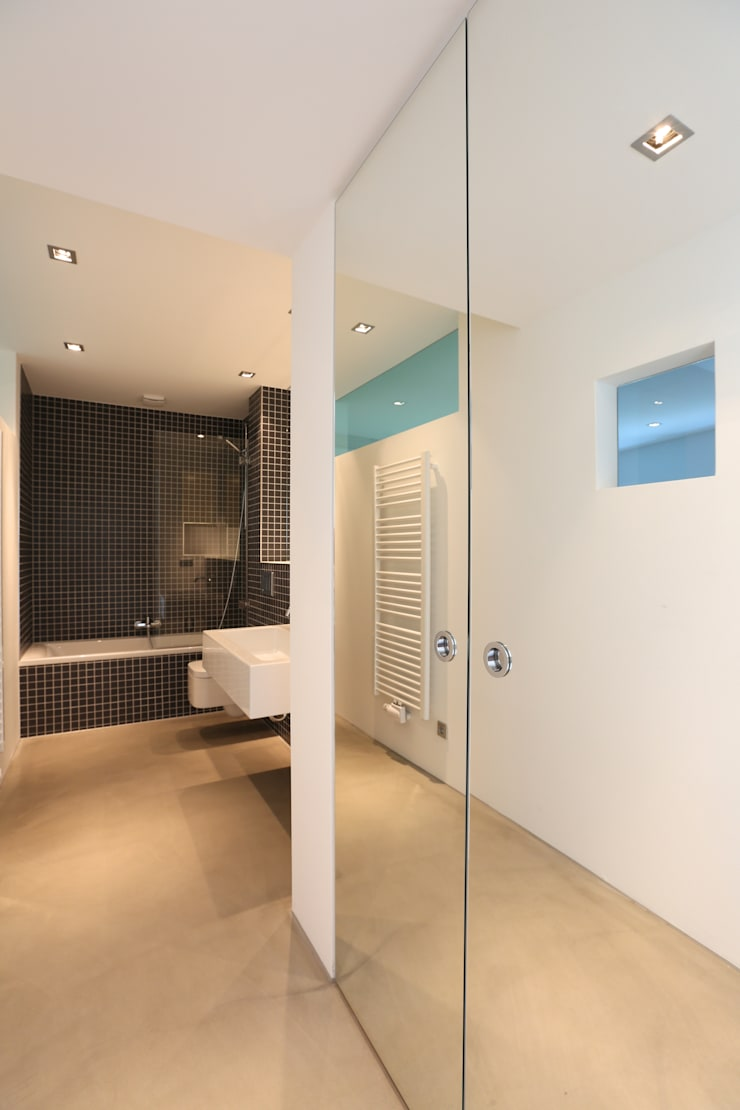 Badezimmer:  Badezimmer von Neugebauer Architekten BDA,Minimalistisch