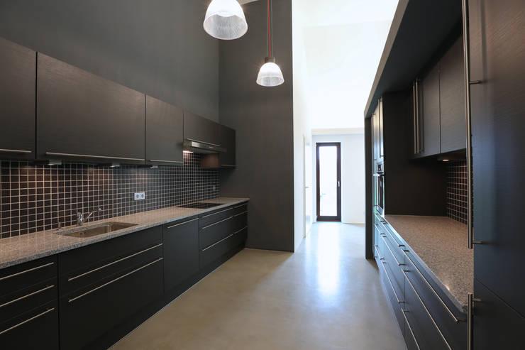 Küche:  Küche von Neugebauer Architekten BDA,Modern