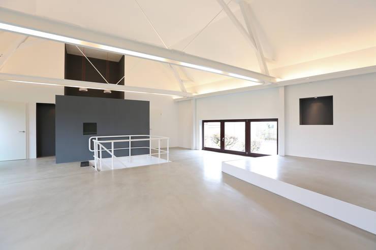 Wohn-Essbereich:  Wohnzimmer von Neugebauer Architekten BDA,Minimalistisch