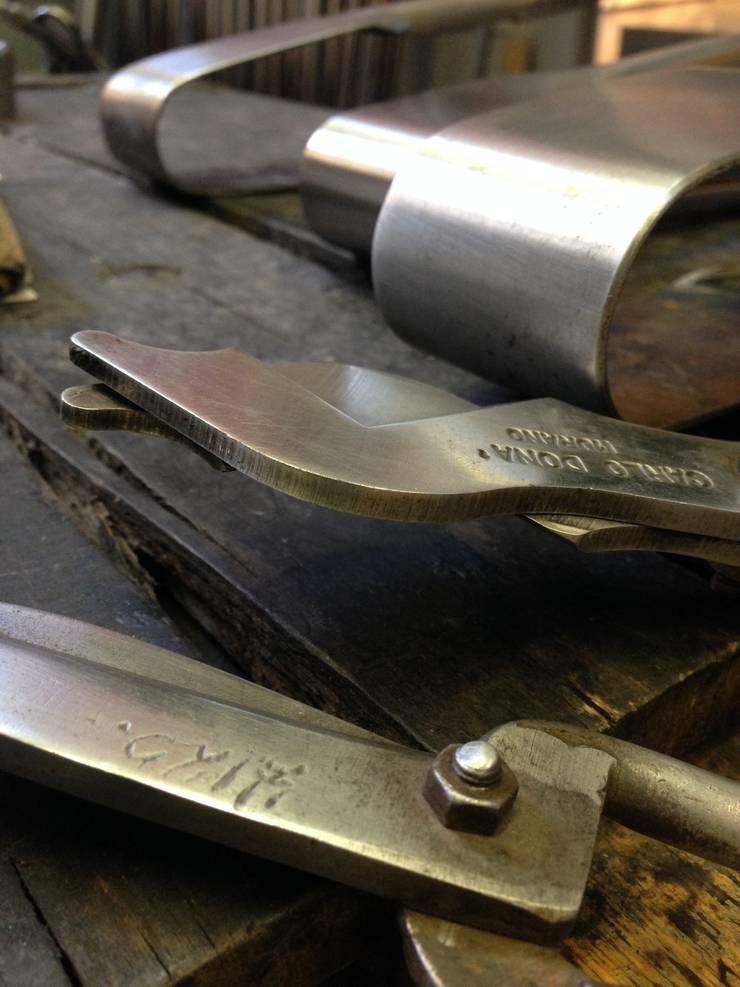 Tools.: modern  door Gert Bullee, Modern