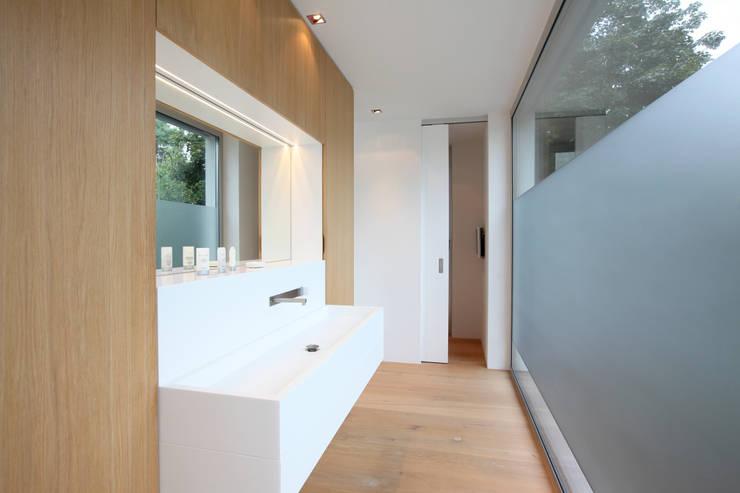Badezimmer: moderne Badezimmer von Neugebauer Architekten BDA