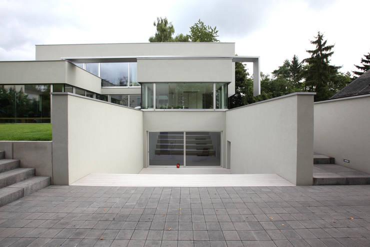 Fassade: moderne Häuser von Neugebauer Architekten BDA