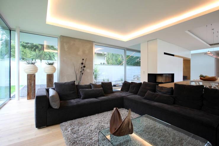 Wohnzimmer: moderne Wohnzimmer von Neugebauer Architekten BDA