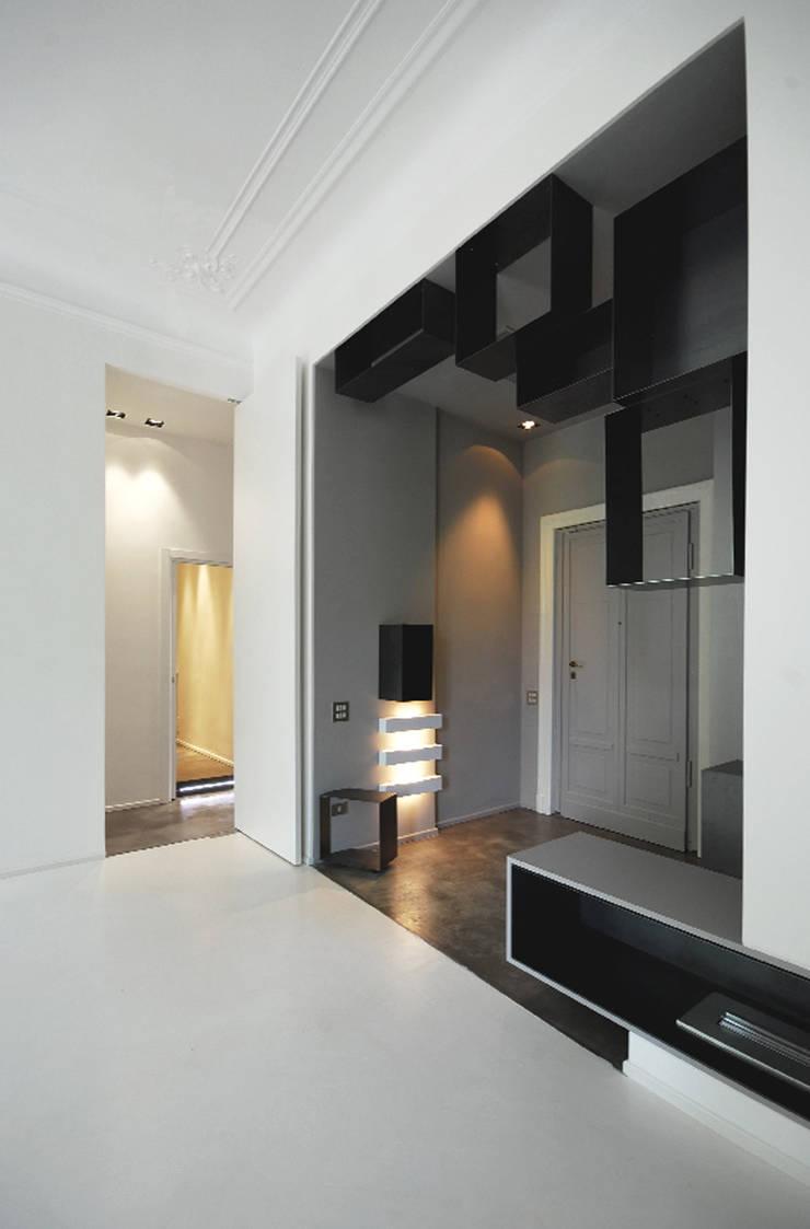 goldoni: Ingresso & Corridoio in stile  di andrea borri architetti