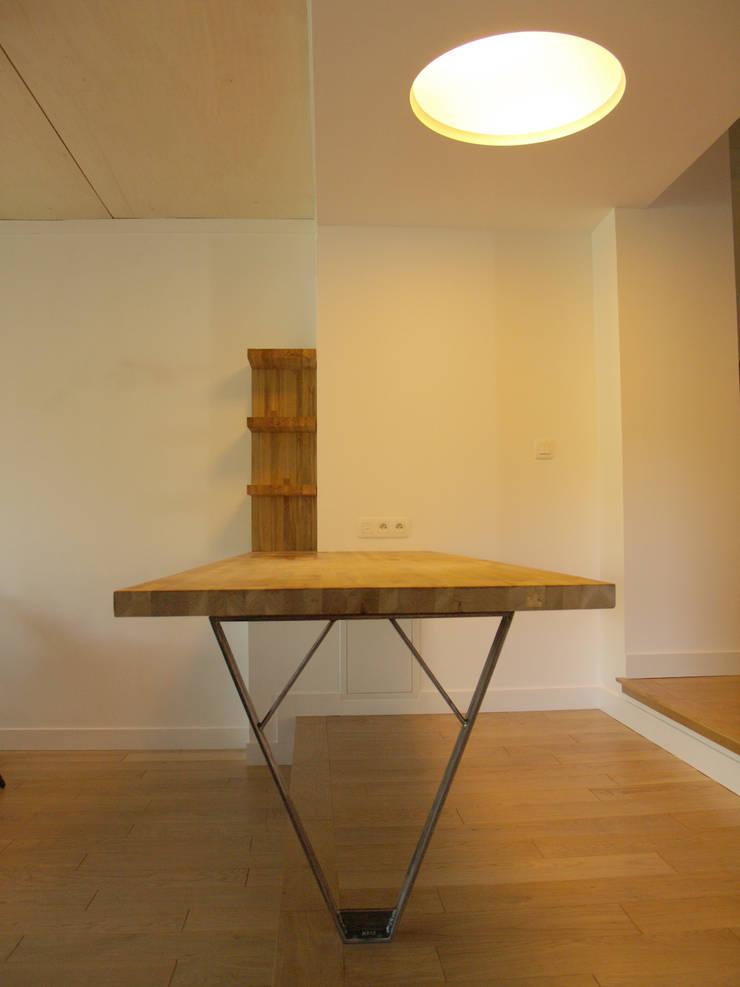Mobilier intégré:  de style  par Atelier d'architecture Bm²