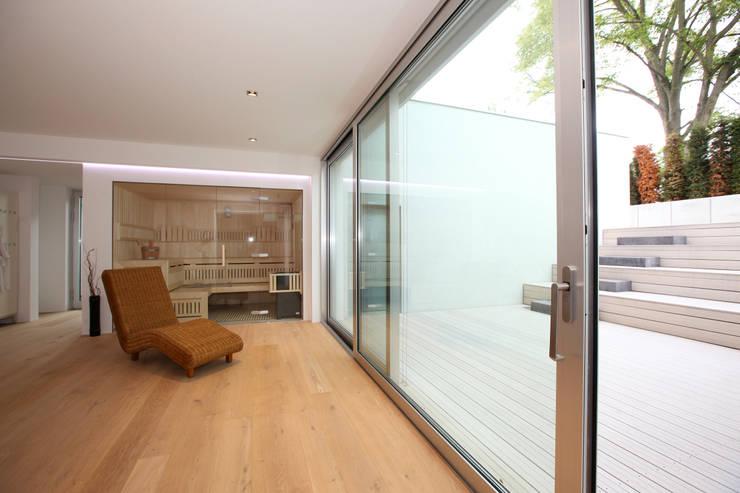 Sauna Wellnessbereich: modernes Spa von Neugebauer Architekten BDA