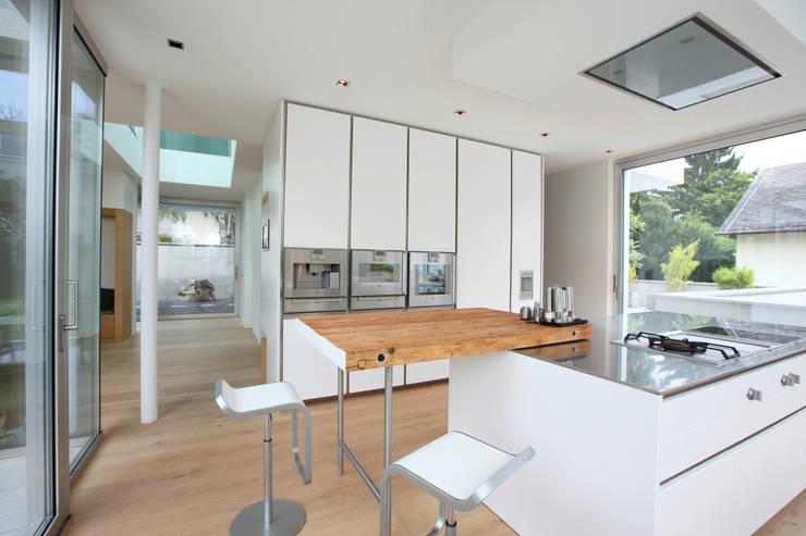 Küche: moderne Küche von Neugebauer Architekten BDA