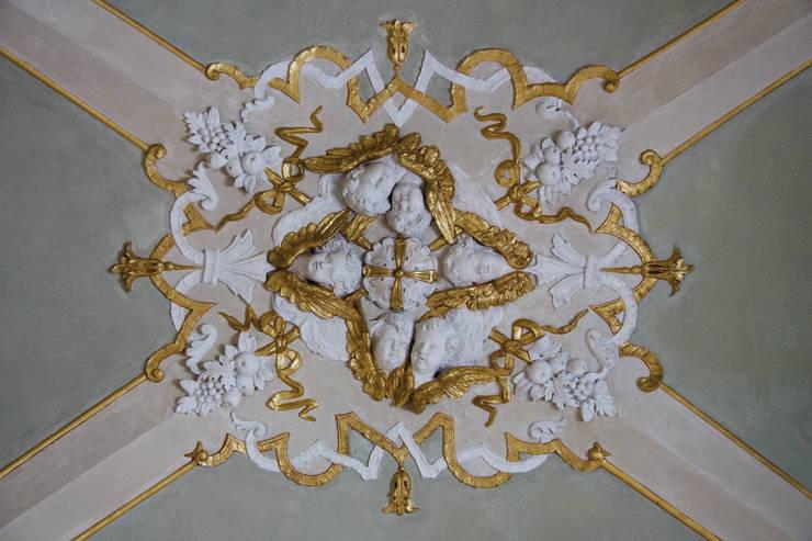 Restauro dell'Oratorio di San Luigi : Arte in stile  di PoliedroStudio srl,